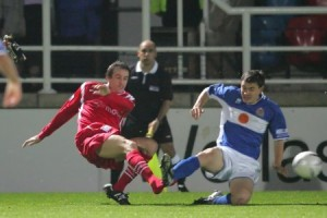 Dave Savage loses a boot in this tackle